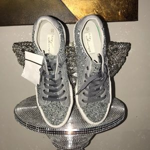 NWT Silver Sparkle low top Sneakers